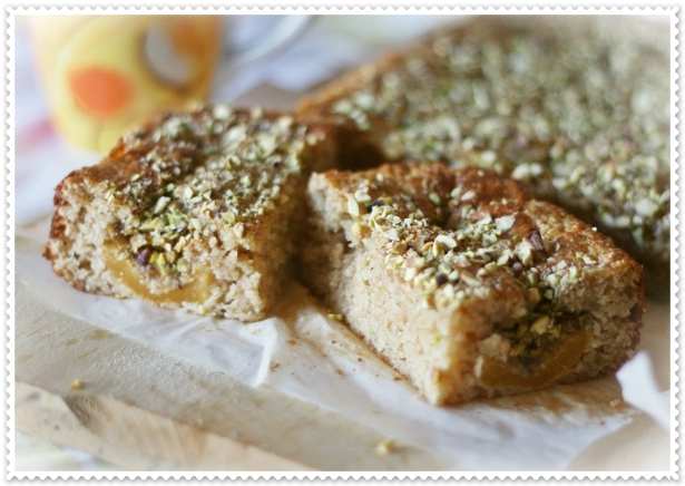 Torta integrale con nespole e pistacchi 4