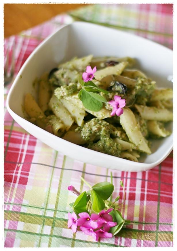 Penne con crema di zucchine all'acetosella, tonno e olive3