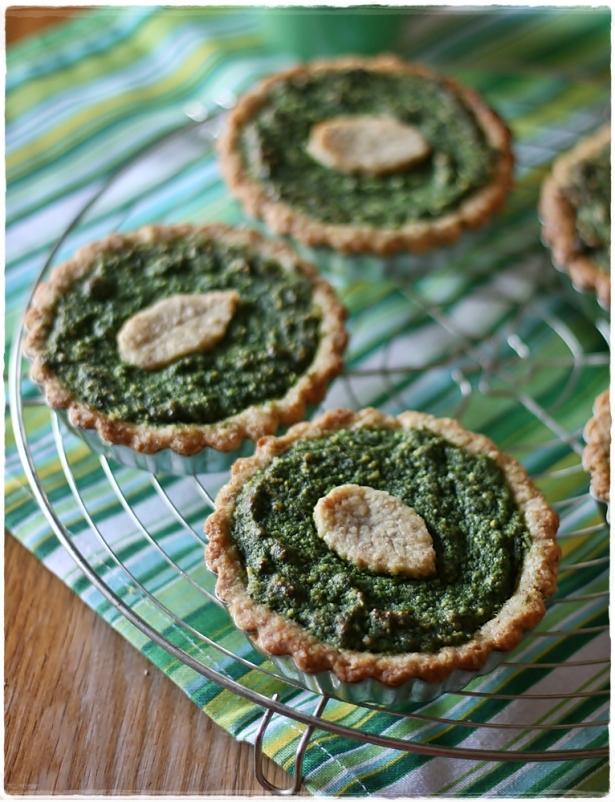 Crostatine di farro e mandorle con crema frangipane agli spinaci5