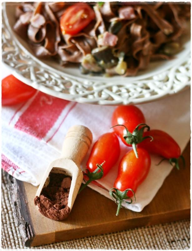 Tagliatelle al cacao con pomodorini, melanzane e pancetta2