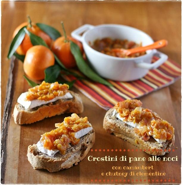 Crostinidi pane alle noci con camambert e chutney di clementine