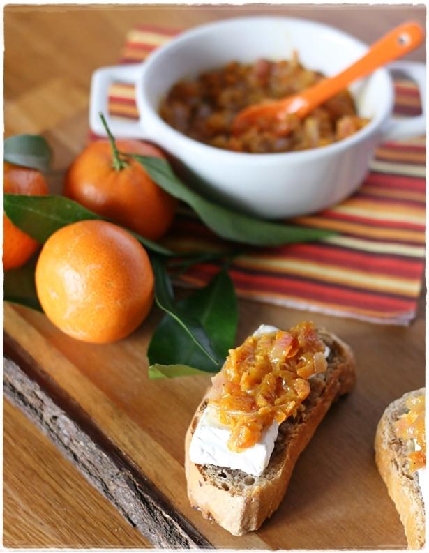 Crostinidi pane alle noci con camambert e chutney di clementine2