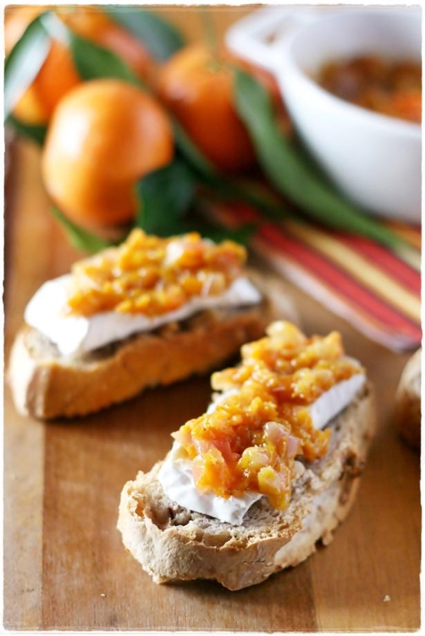 Crostinidi pane alle noci con camambert e chutney di clementine3
