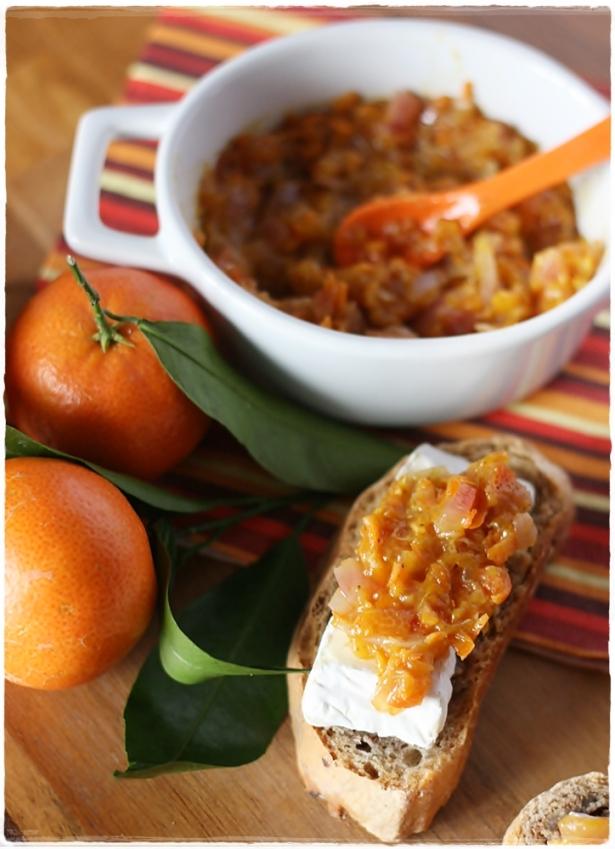 Crostinidi pane alle noci con camambert e chutney di clementine5