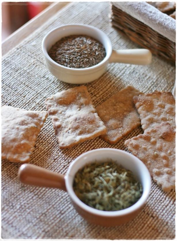 Crackers di segale con semi di carvi e trigonella3